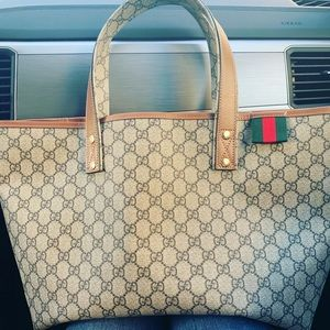 Gucci supreme loop tote